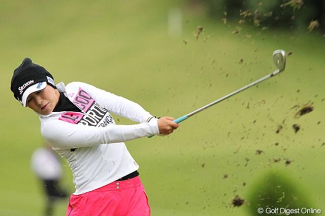 2010年 ミヤギテレビ杯ダンロップ女子オープンゴルフトーナメント2日目 横峯さくら この日はショットも安定せず通算6オーバーの47位タイに後退した横峯さくら