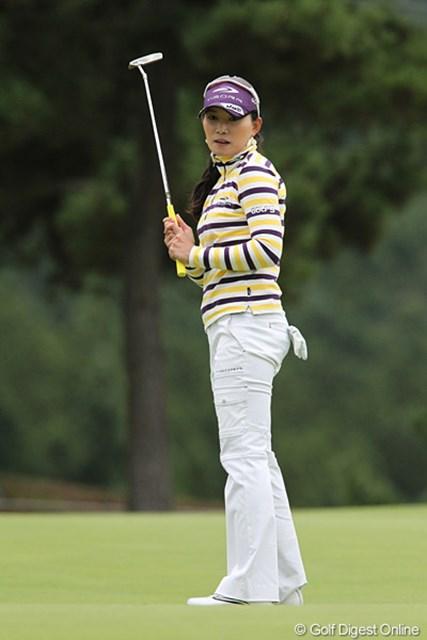 2010年 ミヤギテレビ杯ダンロップ女子オープンゴルフトーナメント2日目 イム・ウナ 1打差の2位タイ、自分のプレーだけを考えチャンスをつかみます。
