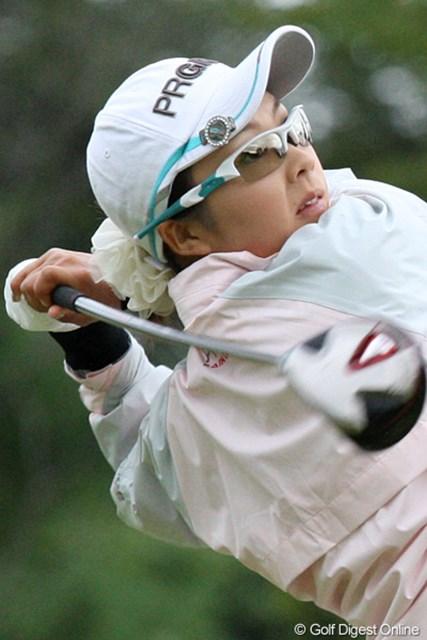 2010年 ミヤギテレビ杯ダンロップ女子オープンゴルフトーナメント2日目 菊地絵理香 4連続バーディでトップと3打差の7位タイです。