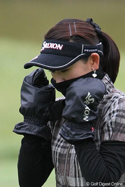 2010年 ミヤギテレビ杯ダンロップ女子オープンゴルフトーナメント2日目 北田瑠衣 想像してみてください、仙台の気温。でもちょっとオーバーかな?