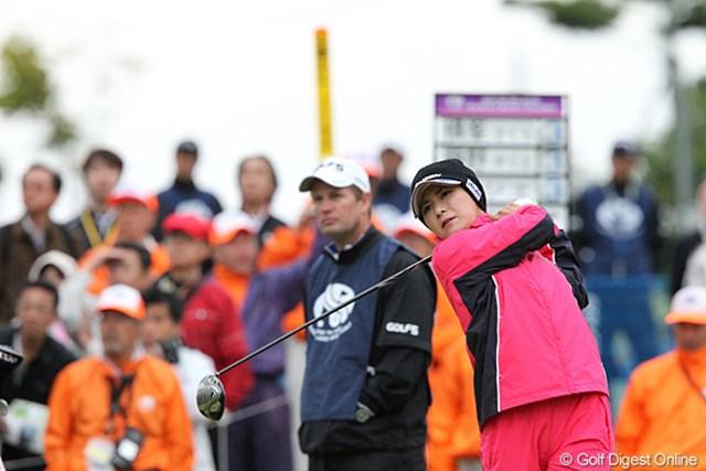 2010年 ミヤギテレビ杯ダンロップ女子オープンゴルフトーナメント2日目 横峯さくら am7時30分にスタートするさくらちゃん、今朝はとても寒いです。