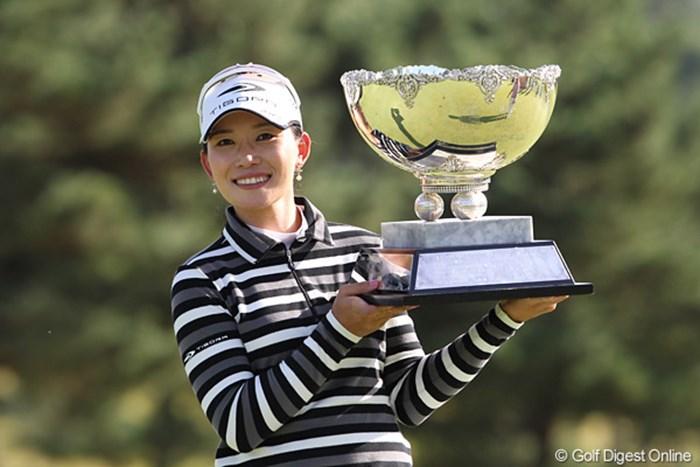 最終ホールで2mのパーパットを決めて優勝を果たしたイム・ウナ 2010年 ミヤギテレビ杯ダンロップ女子オープンゴルフトーナメント最終日 イム・ウナ