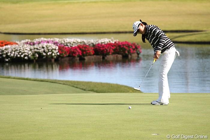 この日10m級のパットを3回も決めて優勝を掴み取ったイム・ウナ 2010年 ミヤギテレビ杯ダンロップ女子オープンゴルフトーナメント最終日 イム・ウナ