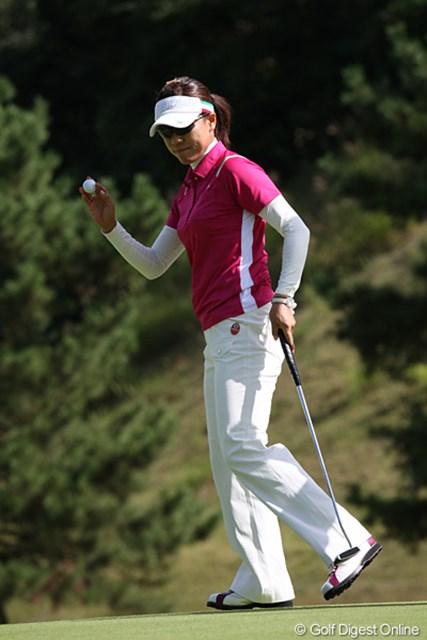 2010年 ミヤギテレビ杯ダンロップ女子オープンゴルフトーナメント最終日 大山志保 最終日は左肘のサポーターなしで戦い6位タイに入った大山志保