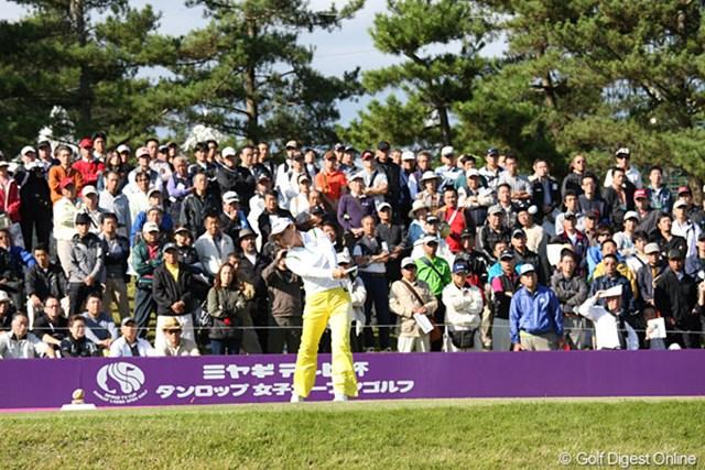 2010年 ミヤギテレビ杯ダンロップ女子オープンゴルフトーナメント最終日 横峯さくら 裏街道組スタートのさくらちゃんの組に集まったギャラリーたち、さくらちゃんの人気に脱帽です