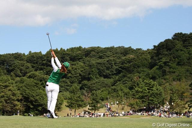 2010年 ミヤギテレビ杯ダンロップ女子オープンゴルフトーナメント最終日 諸見里しのぶ 4番後方からのしのぶちゃん、来週のメジャーは意地でもとりにいくそうです