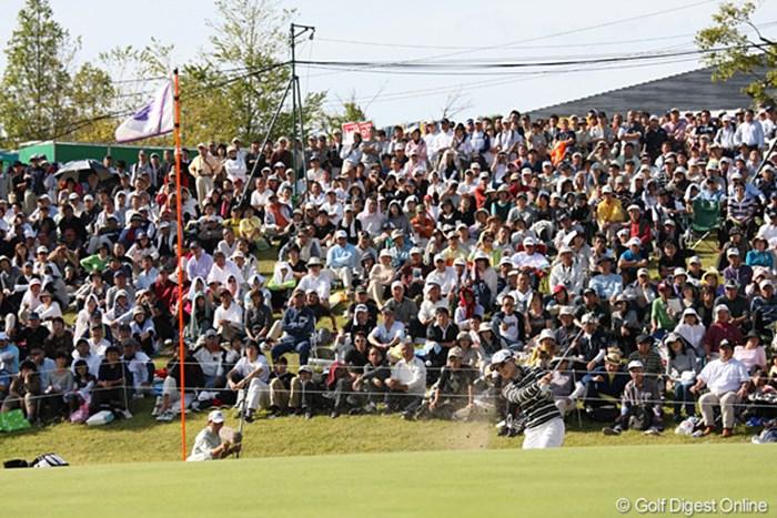 最終18番で3打目をバンカーに入れてしまった。さすがですしっかりと上りのラインを残してます 2010年 ミヤギテレビ杯ダンロップ女子オープンゴルフトーナメント最終日 イム・ウナ