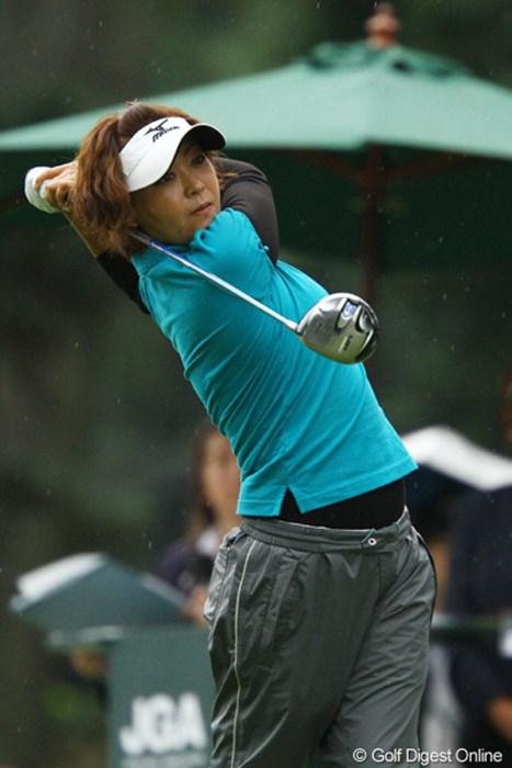 予選会の繰り上げ出場ながら好発進です。久し振りにアンダーパーでのラウンド。日本女子オープンに出場出来る事を楽しんでいるようです。1アンダー6位タイです。 2010年 日本女子オープンゴルフ選手権競技初日 成田いづみ