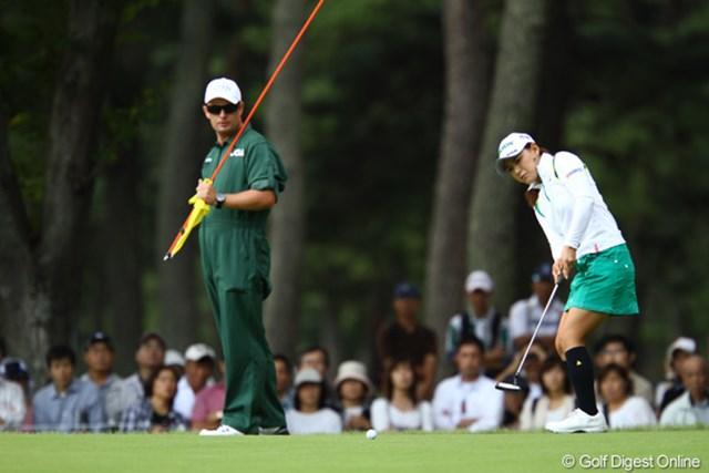 2010年 日本女子オープンゴルフ選手権競技3日目 横峯さくら 前半はパットがショートする場面が目立ち、スコアを崩した横峯さくら