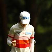 4番ショートホールでチップインバーディ!!でもこんな控えめなガッツポーズ・・・。もっと派手にやっちゃってください。 2010年 日本女子オープンゴルフ選手権競技3日目 チ・ウンヒ