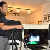 ブロガーイベントにゴルフティーチングプロの堀尾研仁氏が参加。ハイスピードカメラを使ったレッスン方法を教えてくれた ブロガーが本物のレッスンを体験!カシオがブロガーイベントを開催