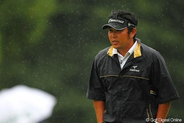 2010年 キヤノンオープン3日目 小田龍一 時間が経つにつれ雨脚は強まる。最終組に課せられた試練?