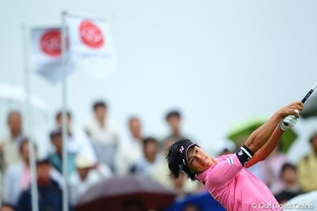 2010年 キヤノンオープン3日目 石川遼 一瞬雨がやんだ。雨雲を吹き飛ばすような遼君のティーショット!