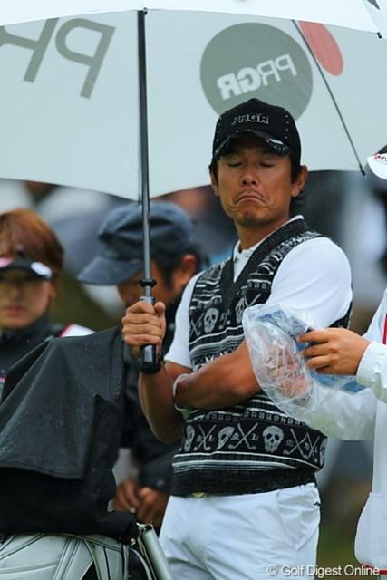 2010年 キヤノンオープン3日目 矢野東 雨のせい?矢野プロのイケメン顔もこ~んな風に。