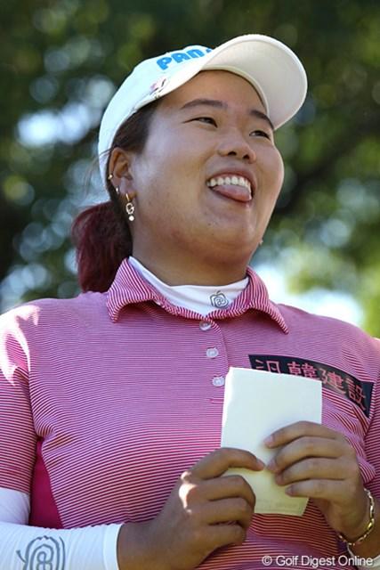 2010年 SANKYOレディースオープン最終日 アン・ソンジュ 優勝スピーチの練習をするアンちゃん、「日本語むずかしいです」