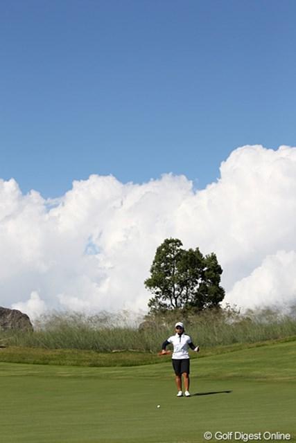 2010年 SANKYOレディースオープン最終日 15番グリーン 10月なのに夏のような天気と15番グリーン。