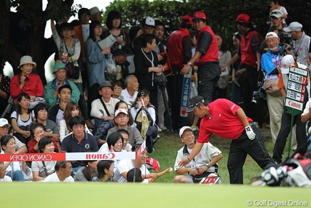 はーい、お嬢ちゃんボールあげる。優しいねー小田龍一プロったら。