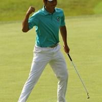 キターーーーーーッ!!!昨日ホールインワンしそうになった16番ショートホールで、今日は13mのバーディパットをねじ込み、「英樹カンゲキ」のガッツポーズ炸裂です。 2010年 日本オープンゴルフ選手権競技 2日目 松山英樹