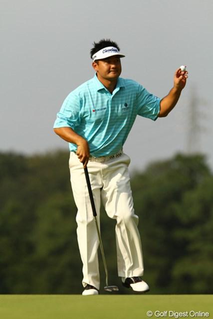 2010年 日本オープンゴルフ選手権競技 3日目 ハン・リー 今日は飛距離自慢のドライバーが曲がってましたが、パッティングでカバーしてました。スコアを1つ落とし、8アンダー単独3位です。