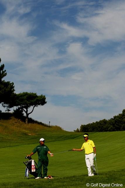 2010年 日本オープンゴルフ選手権競技 3日目 松山英樹 出入りの激しいゴルフでしたが、何とかイーブンパーで耐えました。ローアマどころか、優勝も狙える位置です。首位とは3打差の単独4位です。