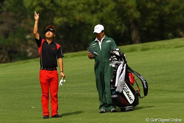 2010年 日本オープンゴルフ選手権競技 3日目 松村道央 コカ・コーラ東海クラシックチャンピオンは、やっぱり赤と黒のコカ・コーラカラーが似会います。