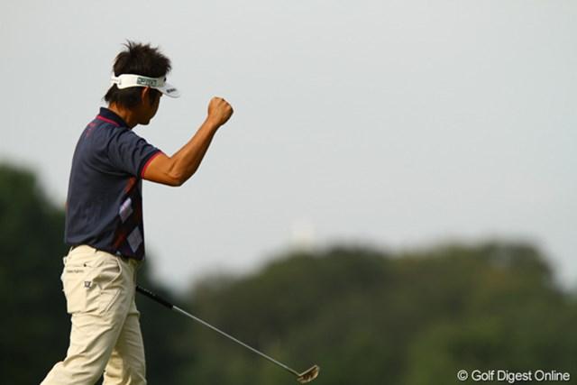 2010年 日本オープンゴルフ選手権競技 3日目 藤田寛之 12番パー5、バーディを奪って、珍しくガッツポーズ!