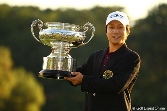 2010年 日本オープンゴルフ選手権競技 最終日 キム・キョンテ 最終日に怒涛のバーディラッシュで逆転優勝を果たしたキム・キョンテ