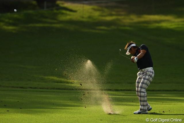 2010年 日本オープンゴルフ選手権競技 最終日 藤田寛之 自分の思うようなショットが出来なかったようです。それでも単独2位。来年のマスターズ出場を目指して、残り6試合で賞金王に手が届くか・・・。