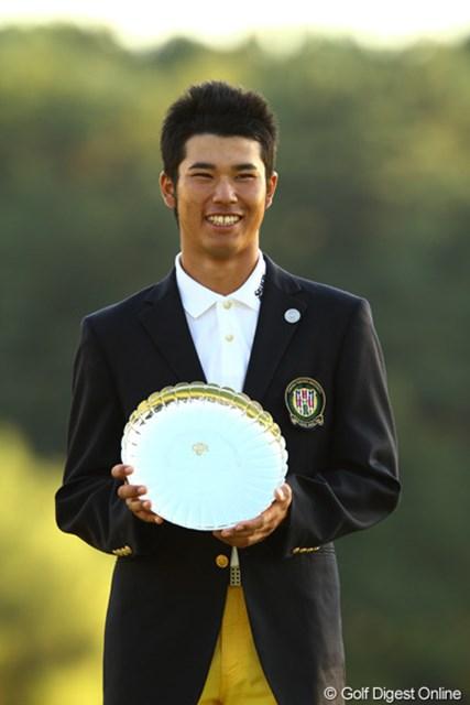 2010年 日本オープンゴルフ選手権競技 最終日 松山英樹 一時はトップに1打差まで迫りましたが、83年振りのアマチュア優勝の夢は実現できませんでした。しかし今日も3アンダーで、十分にギャラリーを魅了。もちろんローアマ獲得です。プロ宣言はまだ先のようですが、来年のマスターズに期待ですね。