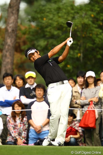 2010年 日本オープンゴルフ選手権競技 最終日 武藤俊憲 ドライバー・アイアン共に、ショットはキレまくりでした。もう少しパットが入ってくれれば・・・。優勝出来なかったのは残念でしたが、3位タイで1270万円をゲットし、賞金ランキングも92位から43位にジャンプアップ。賞金シードもほぼ手中にしました。