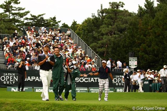 2010年 日本オープンゴルフ選手権競技 最終日 最終組 大ギャラリーに見送られ、最終組が12:00にスタート。既にもうラウンドを終えた組もたくさんありました。