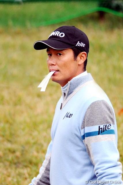 2010年 マイナビABCチャンピオンシップゴルフトーナメント 初日 I.J.ジャン 終盤の大まくりで、終わってみれば3打差の首位。まさしく余裕の表情でんな。