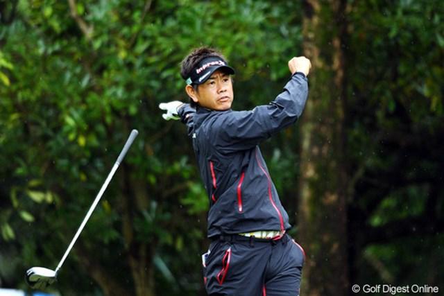 2010年 マイナビABCチャンピオンシップゴルフトーナメント 初日 藤田寛之 あらら、藤田君には珍しい両手離しショット。それでもスコアは2アンダー。さすがです。11位T
