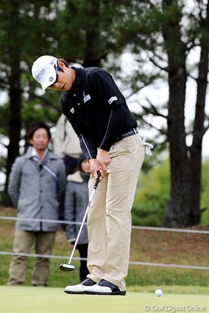 2010年 マイナビABCチャンピオンシップゴルフトーナメント 2日目 金庚泰 前日ほどの冴えはなかったが、パッティングで大会制覇を狙う金庚泰