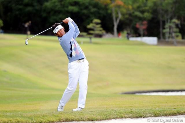 2010年 マイナビABCチャンピオンシップゴルフトーナメント 2日目 鈴木亨 着実に伸ばしてきましたで~。昨年のVの時とよく似たパターンやけど、勝負は大荒れの天気となりそうな明日ですワ。4位
