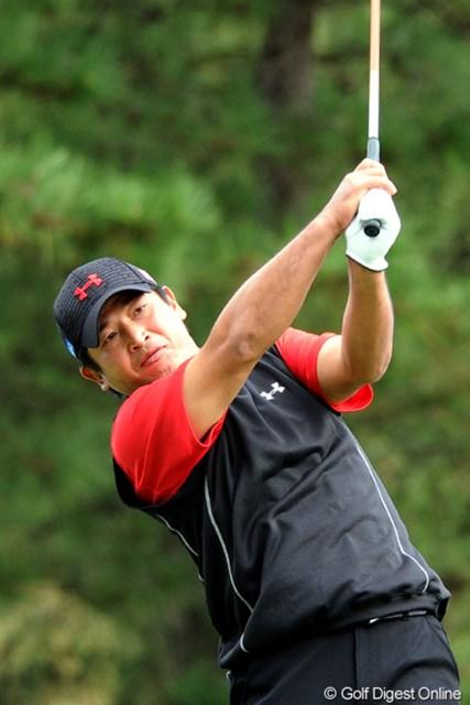 2010年 マイナビABCチャンピオンシップゴルフトーナメント 2日目 増田伸洋 見てみい!このカイナ(腕)の太さ!ワールドサイズやろ?元ラガー少年ですワ。8位T