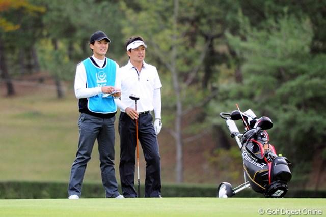 2010年 マイナビABCチャンピオンシップゴルフトーナメント 2日目 桧垣繁正、豪 おおおお、懐かしい!桧垣君やないの!何年ぶりやろ・・・。マンデーから出場したんやね!しかもキャディは弟の豪君やないの!これまた懐かしい。19位T