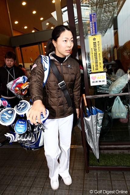 2010年 樋口久子IDC大塚家具レディス 2日目 服部真夕 首位タイのまま残り18ホールを迎える服部真夕。コースとの相性に加え、天候も味方している!?