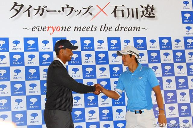 タイガー・ウッズ×石川遼~everyone meets the dream~ タイガー・ウッズ、石川遼 固い握手を交わす、タイガー・ウッズと石川遼