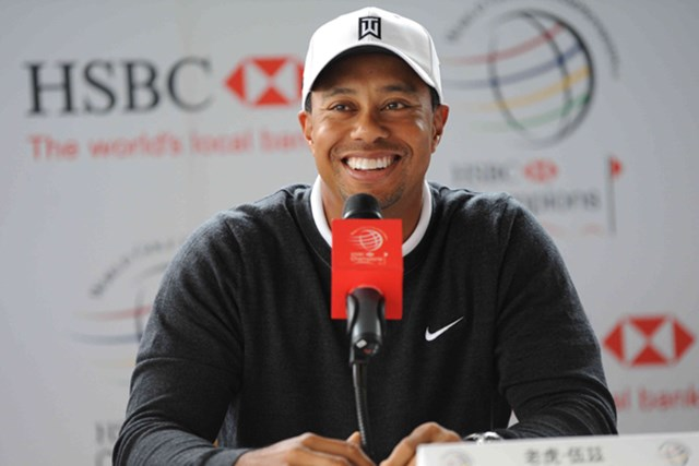 2010年 WGC HSBCチャンピオンズ 事前 タイガー・ウッズ 「より良い人間になった」と笑顔で語るタイガー・ウッズ(ChinaFotoPress /Getty Images)