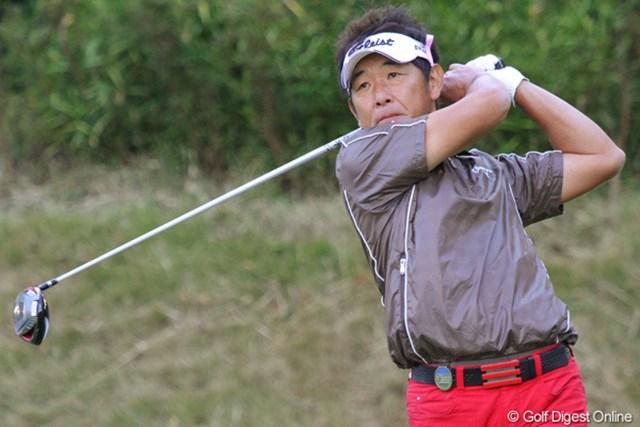 2010年 富士フイルムシニアチャンピオンシップ 初日 高松厚 気温10度で半袖!50歳の高松厚が若さ全開で2位タイの好スタート