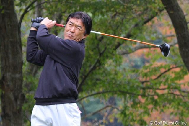 2010年 富士フイルムシニアチャンピオンシップ 初日 羽川豊 すっかり解説の人になってしまいましたが、頑張っています!イーブンパー、6位タイ羽川豊
