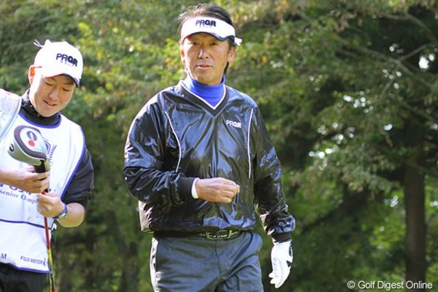 2010年 富士フイルムシニアチャンピオンシップ 初日 高橋完 「まいったよ、ゴルフ場に行かないんだよ・・・」と語りかけてくるのは後半5オーバーの高橋完