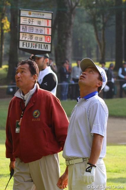 2010年 富士フイルムシニアチャンピオンシップ 最終日 植田浩史 最終18番、ティショットがまさかのロストボール。15位タイまで失速した植田浩史