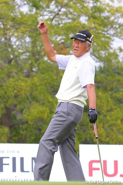 2010年 富士フイルムシニアチャンピオンシップ 最終日 青木功 最終18番バーディパットが惜しくも入らず、がっくり
