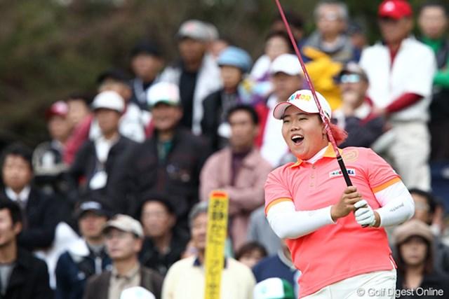 2010年 伊藤園レディスゴルフトーナメント 初日 アン・ソンジュ 現在賞金ランクトップの赤毛のアンちゃん、この顔は余裕?
