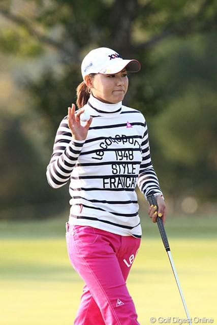 2010年 伊藤園レディスゴルフトーナメント 初日 横峯さくら 4アンダー、2位と幸先の良いスタートを切ったさくらちゃん、昨年に続き連覇も狙います。