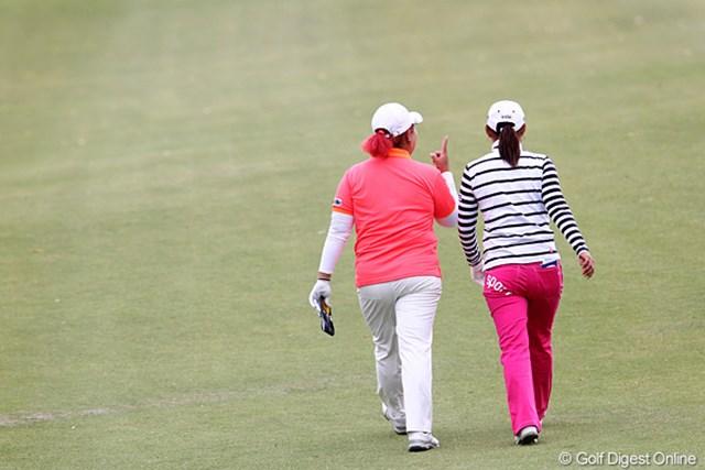 2010年 伊藤園レディスゴルフトーナメント 初日 横峯さくら&アン・ソンジュ 「賞金女王は私よ。」と話してるかは定かではありません。