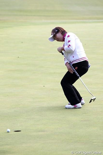 2010年 伊藤園レディスゴルフトーナメント 初日 吉田弓美子 最終ホールバーディパットを外し悔しい表情、1アンダー、6位タイ、シード権争いも・・・。