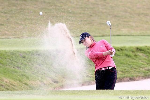 2010年 伊藤園レディスゴルフトーナメント 初日 服部真夕 1アンダー、6位タイの真夕ちゃんです。